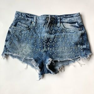 Distressed Embroidered TopShop Moto Jean Shorts 25